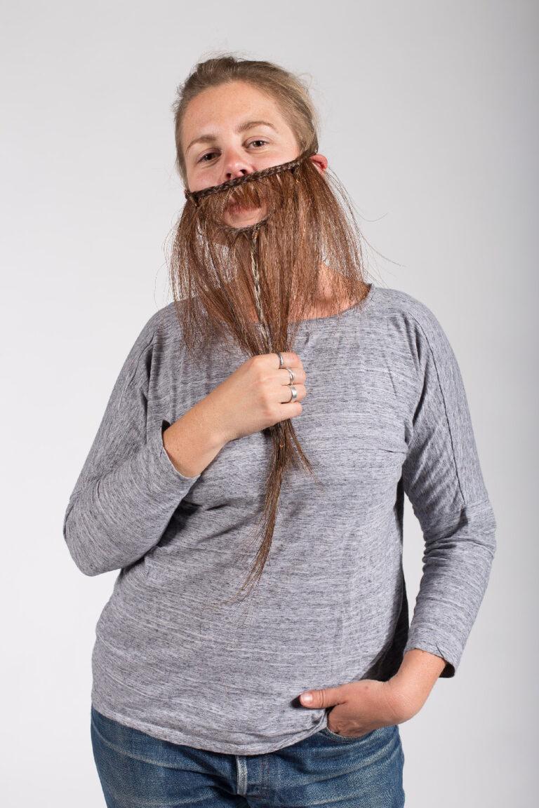 femme a barbes